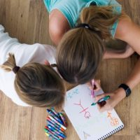 middle-adorable-age-pencil-teaching_1301-159
